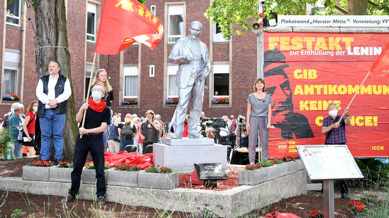Gelsenkirchen: Die2,15 Meter hoheLenin-Statue nach ihrer Enthüllung