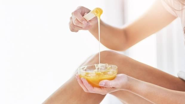 Waxing mit Warm- oder Kaltwachs gehört zu den bekannteren Haarentfernungsmethoden