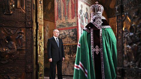Vladimir Putin in einer orthodoxen Kirche