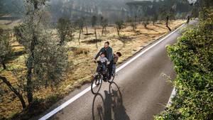 Paolo Woods mit seinen Kindern auf dem Fahrrad