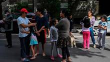 Menschen in Mexiko Stadt sind auf die Straßen gegangen, um sich in Sicherheit zu bringen