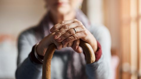 Die Diagnose : Eine 104-Jährige ist gelähmt und kann nicht sprechen – ist sie zu alt für eine Behandlung?