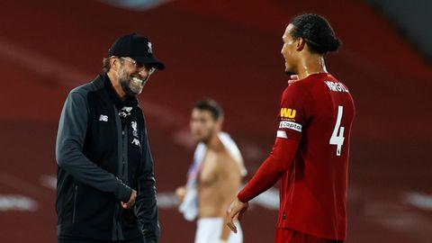 Kurz vor der Meisterschaft: Jürgen Klopp und und sein Abwehrchef Virgil van Dijk nach dem Sieg über Crystal Palace