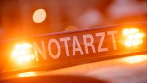 Nachrichten aus Deutschland: Beleuchtetes Schild auf einem Notarztwagen