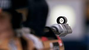 Nachrichten aus Deutschland: Blick durch die Zielvorrichtung eines Luftgewehrs