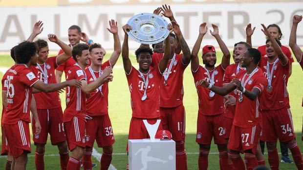 Bayern_Spieler feiern die Meisterschaft 2020