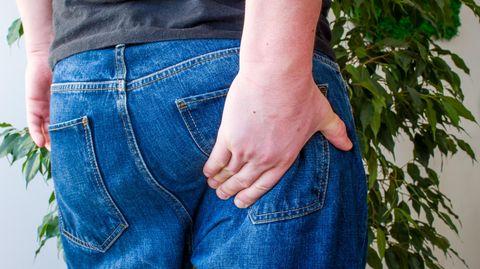 Die Diagnose: Er leidet unter Juckreiz am Po – doch eine Geschlechtskrankheit schließt der Arzt aus