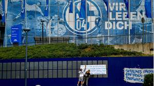 Schalke 04 ist ist trotz der Bundesliga-Fortsetzung offenbar schwer in finanzielle Schieflage geraten