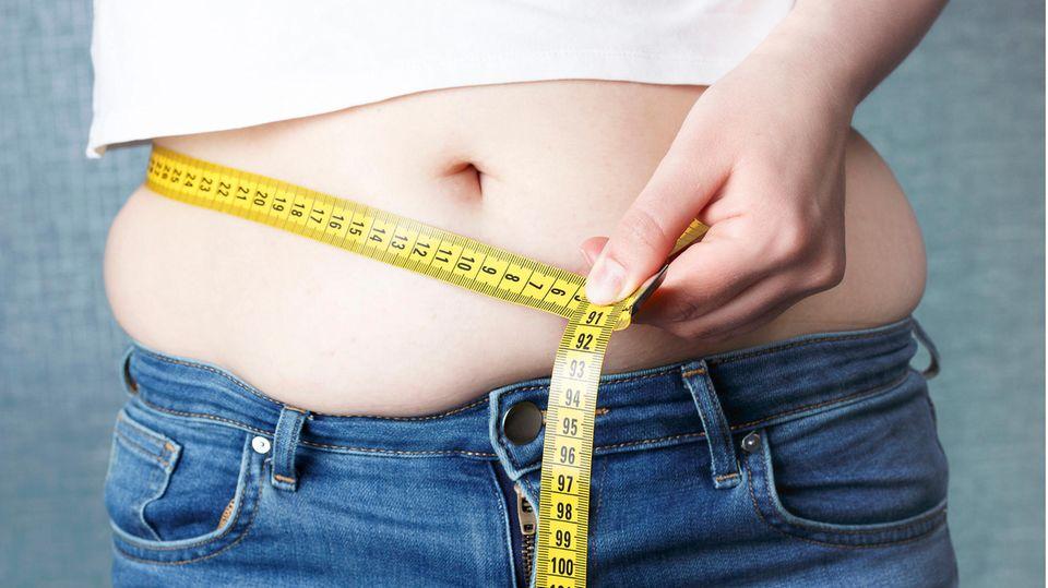 Körpergewicht und Krankheiten: Ungesundes Übergewicht - diese Körperwerte verraten, ob Sie dringend abnehmen müssen