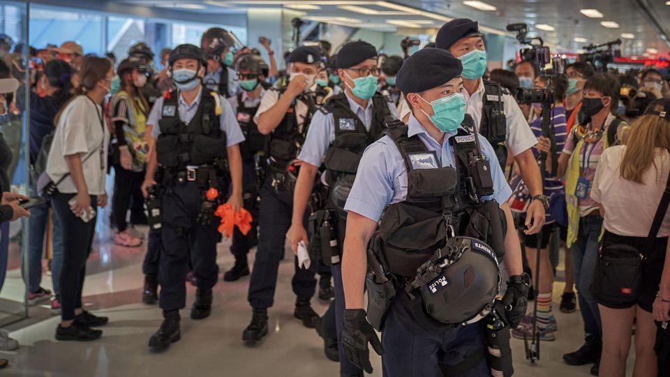 Festnahmen von Demonstranten: Noch schlimmer als befürchtet: Wie das neue Sicherheitsgesetz Hongkong seiner Freiheit beraubt