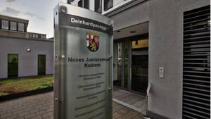 Justizzentrum / Oberverwaltungsgericht in Koblenz - Lehrer klagte