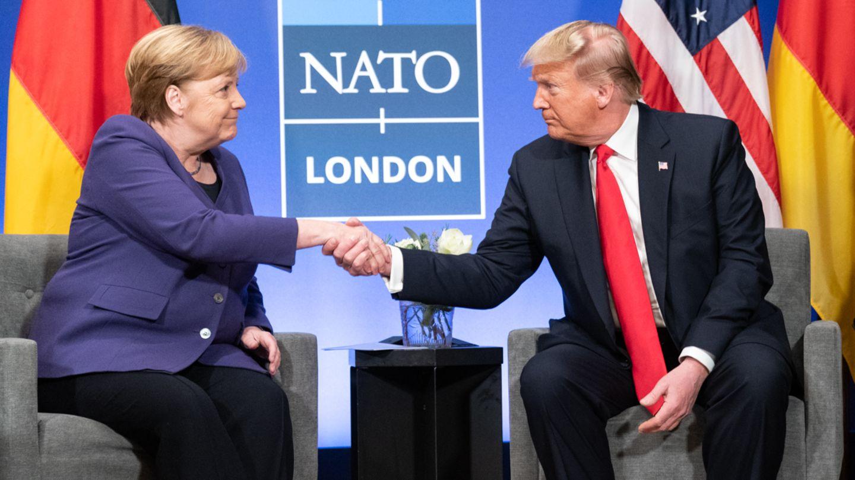 Da reichten sie sich zumindest noch die Hand: Angela Merkel und Donald Trump beim Nato-Gipfel in London im Dezember 2019