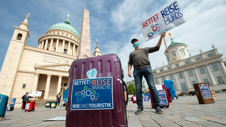 """Auf dem Alten Markt inPotsdam: Demonstration des Aktionsbündnisses """"Wir zeigen Gesicht! Rettet die Reisebüros - rettet die Touristik!"""""""