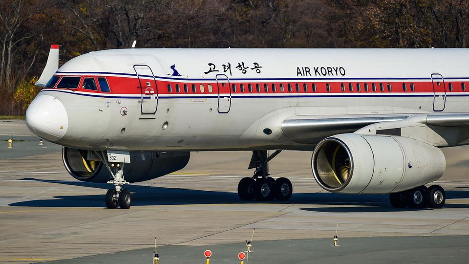 Eine Tupolev Tu-204-300 von Air Koryo am Vladivostok International Airport