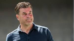 Für Trainer Dieter Hecking ist die Zeit beim Fußball-Zweitligisten Hamburger SV nach einem Jahr beendet
