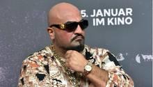 Bei der Eröffnung eines Döner-Imbisses des Rappers Xatar in der Bonner Innenstadt ist es zu einem Massenandrang gekommen