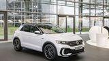 Volkswagen R übergibt ersten T-Roc R in der Autostadt an Kunden