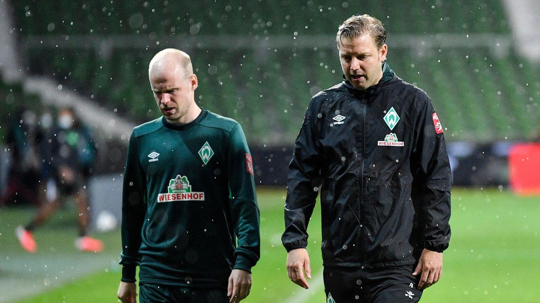 Schwerer Gang: Davy Klassen und Trainer Florian Kohfeldt nach dem Hinspiel in Bremen