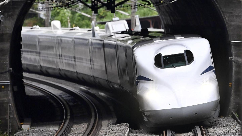 Der Shinkansen N700S-Zug bei seiner Jungfernfahrt