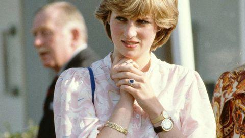 Prinzessin Diana trägt zwei Uhren