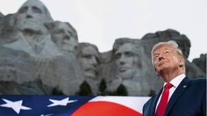 Donald Trump am Präsidentendenkmal Mount Rushmore