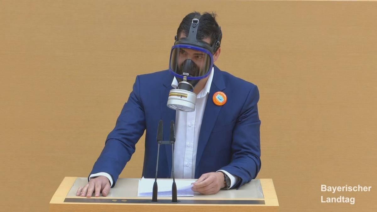Afd Politiker Gasmaske