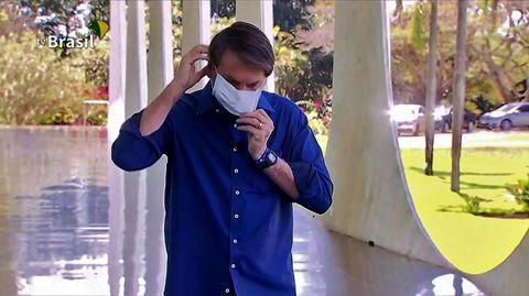 Corona-infizierter Bolsonaro spricht mit Presse