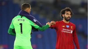 LiverpoolsMohamed Salah (r.) klatscht mit Matthew Ryan, Torwart vonBrighton & Hove Albion, ab