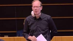 Martin Sonneborn stichelt gegen Merkel – auch deutscher Fußballclub bekommt sein Fett weg