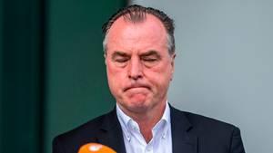 Clemens Tönnies wurde von einem Kamerateam bedrängt