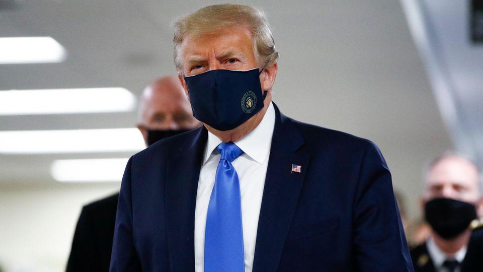 Donald Trump mit Maske