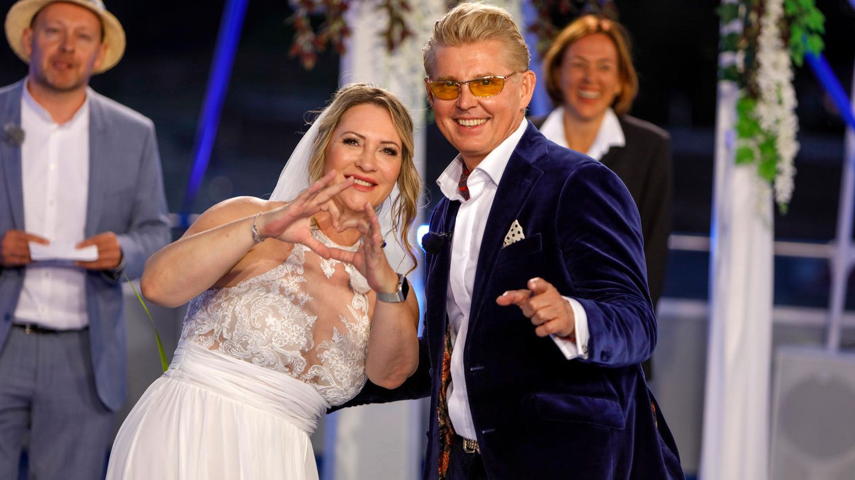 Yvonne König und Markus Mörl bei ihrer Hochzeit auf dem Rhein