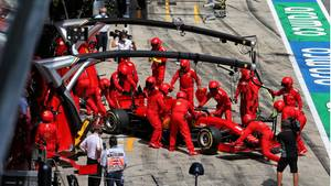 Vettels Ferrari in der Boxengasse