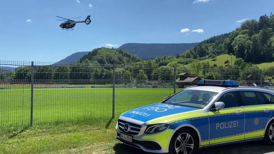 Polizeieinsatz bei Oppenau: Mann entwaffnet Polizisten und flüchtet