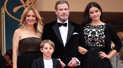 Kelly Preston und John Travolta mit ihren Kindern Ella Bleuund Benjamin 2018 beim Filmfest in Cannes