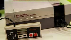 Das Nintendo Entertainment System (NES) hat Kult-Charakter bei vielen Gamern, nun bringt Lego eine Klötzchen-Version davon auf den Markt.