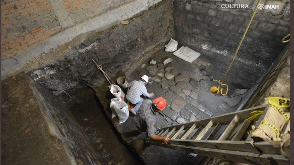 Mexiko-Stadt: Forscher legenBasaltböden frei, die zumPalast des Herrschers Axayácatl gehörten