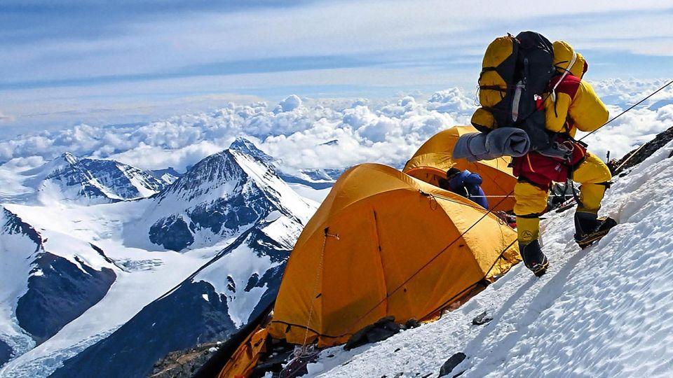 Abmarsch vom Everest Hochlager II auf 7.800m