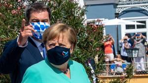 Markus Söder und Angela Merkel tragen Masken bei Merkelbesuch am Chiemsee