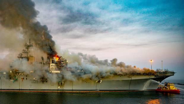 News im Video: Brand auf US-Kriegsschiff wütet weiter