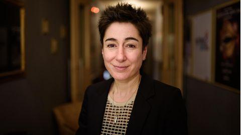 Die Fernseh-Moderatorin Dunja Hayali sieht sich täglich mit Rassismus und Sexismus konfrontiert