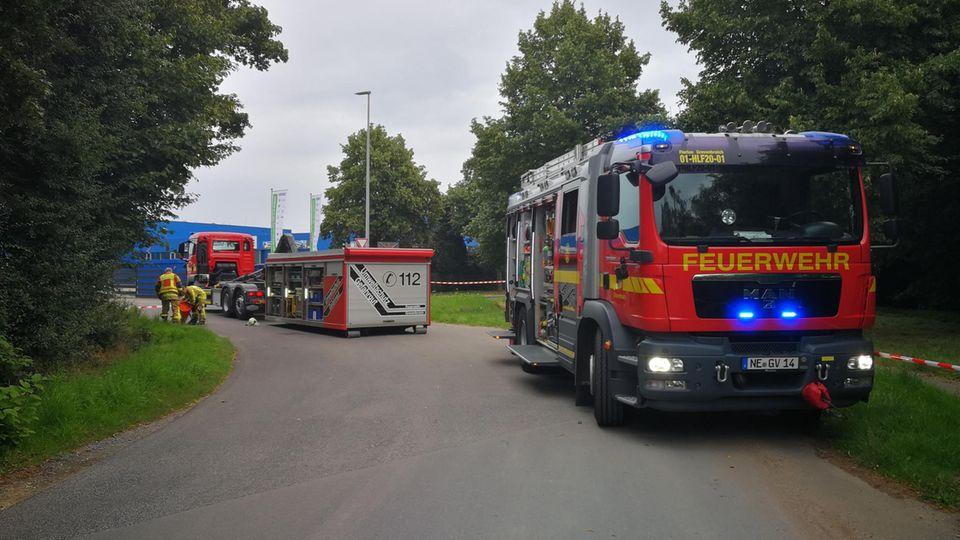 Nachrichten aus Deutschland: Feuerwehr-Einsatz auf einem Parkplatz in Grevenbroich