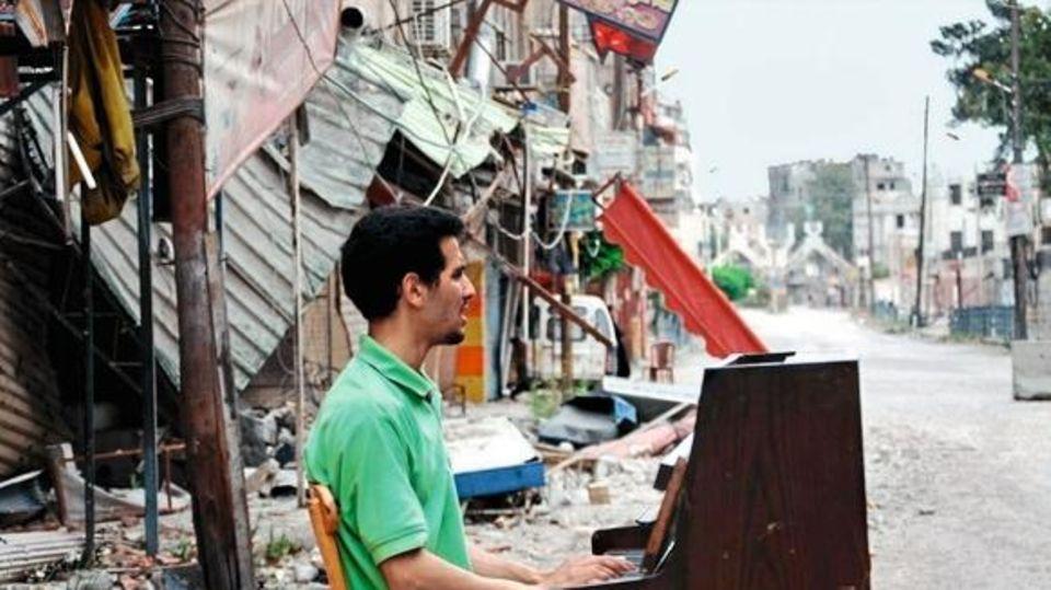 Aeham Ahmad, syrischer Pianist in seiner zerbombten Heimat