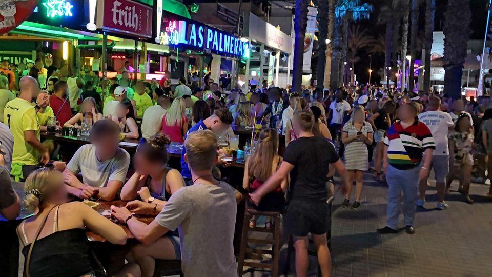 """Mallorca kündigt noch schärferes Vorgehen gegen """"Sauftourismus"""" an"""