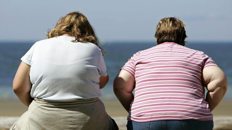 Zwei übergewichtige Frauen