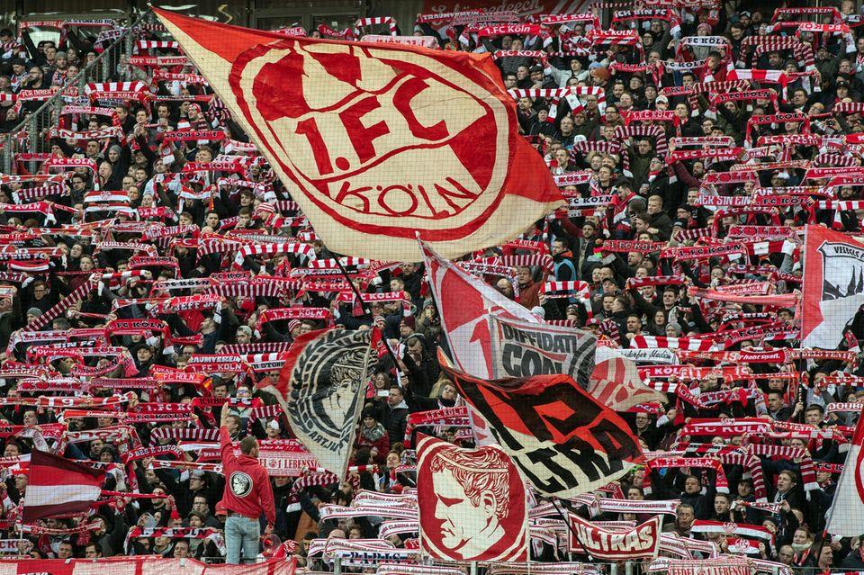 Volle Tribüne beim 1.FC Köln - die DFL hat einen Leitfaden für die Fan-Rückkehr vorgelegt