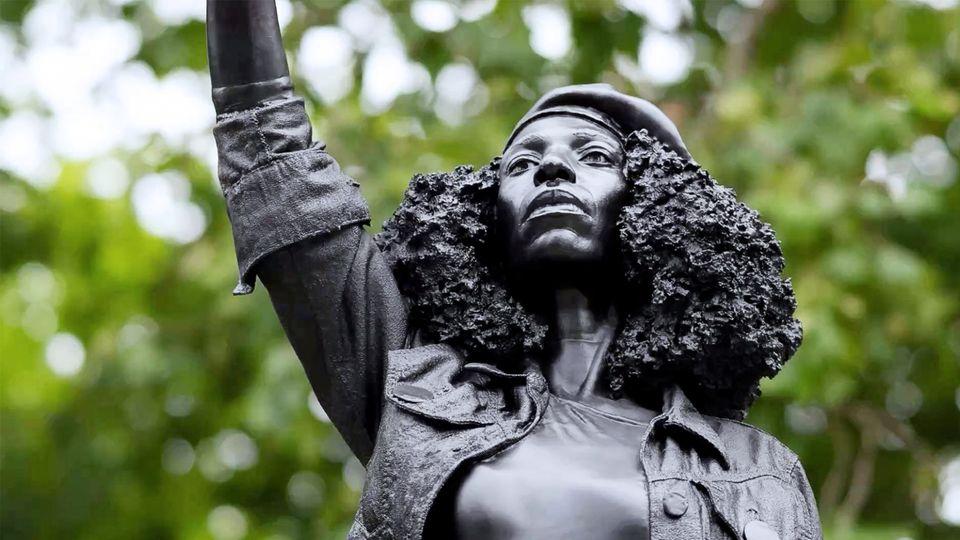 """Jen Reid: Statue von """"Black Lives Matter""""-Aktivistin in Bristol ist abgebaut"""