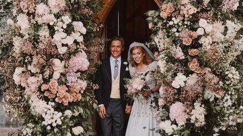 Prinzessin Beatrice und ihr Partner Edoardo Mapelli Mozzi verlassen die Kapelle auf dem Gelände  von Schloss Windsor