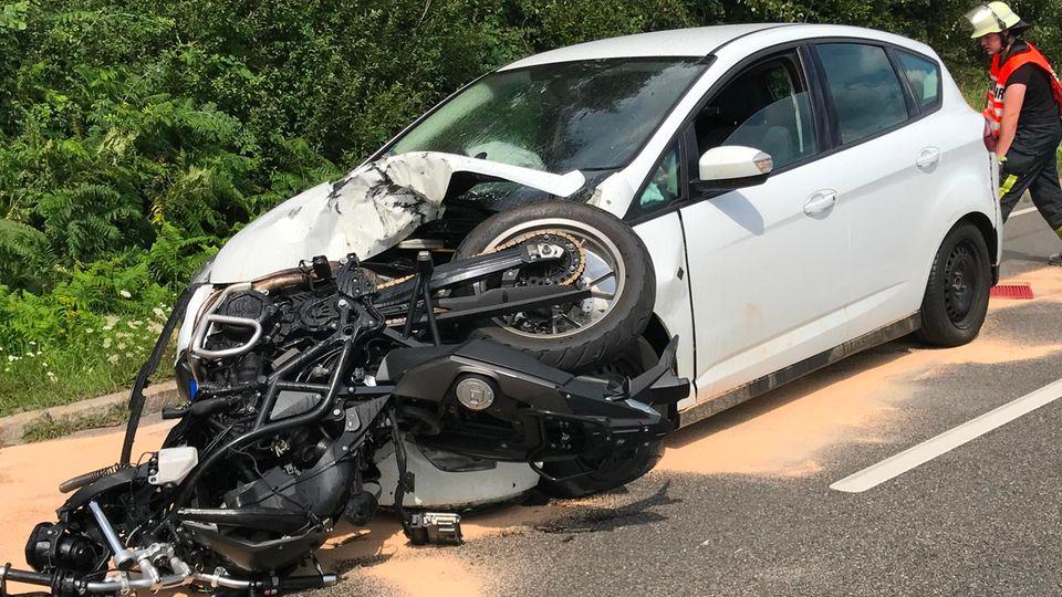 Nachrichten aus Deutschland – Motorradfahrerin tödlich verunglückt
