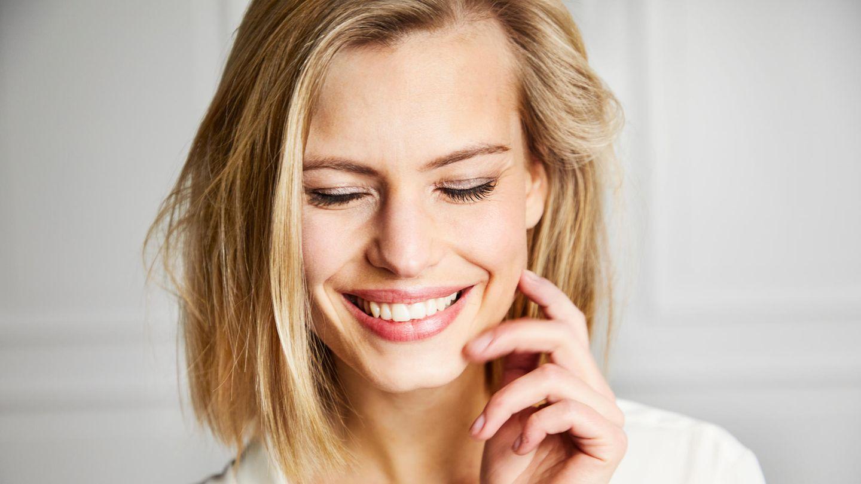 Getönte Tagescreme ist Feuchtigkeitspflege und Make-up in einem Produkt